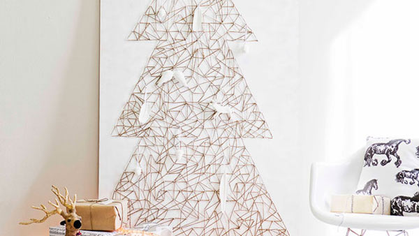 Holiday-Decor-String-Art-DIY-Christmas.jpg