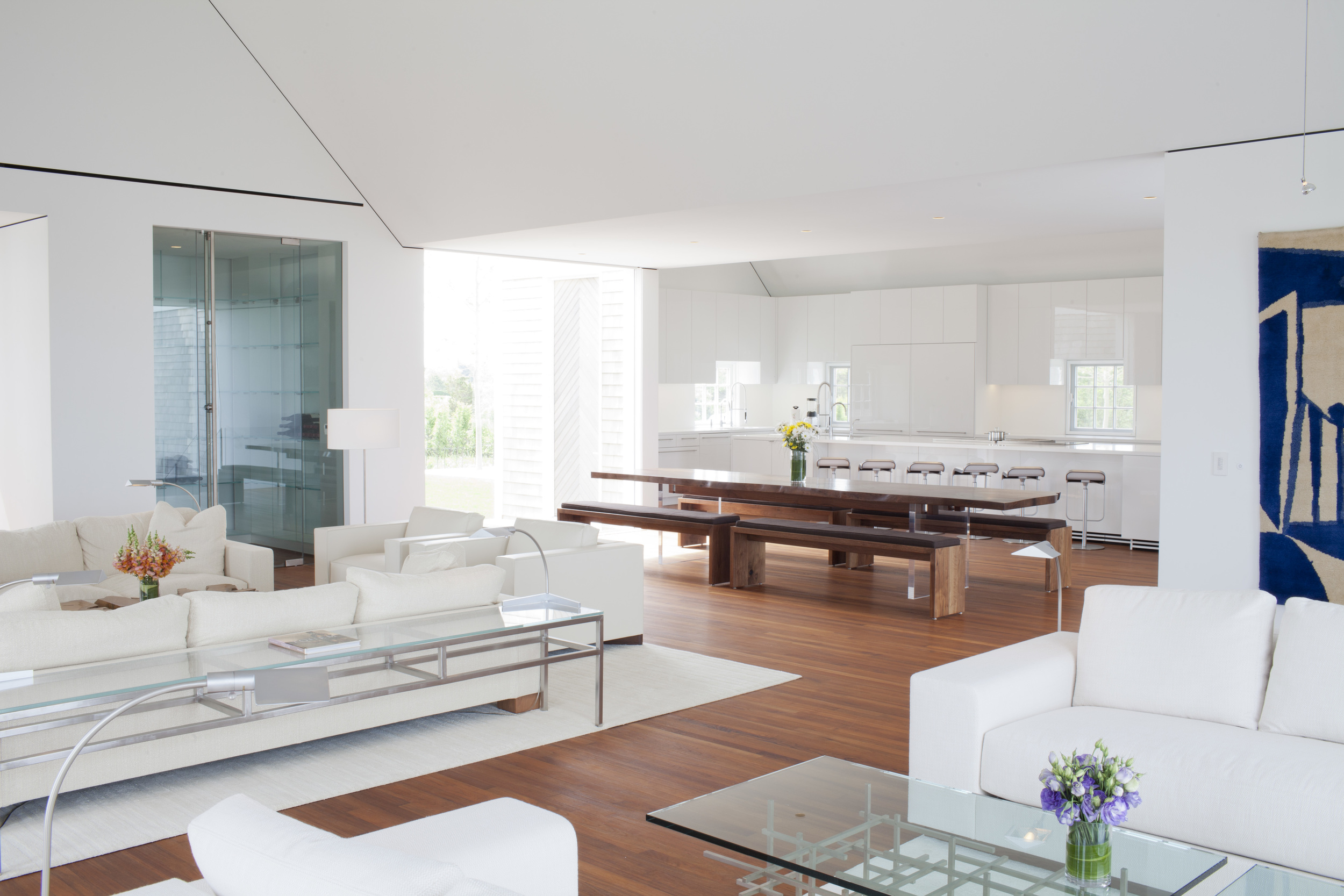Living rm and dining in the kitchen is mixed together.