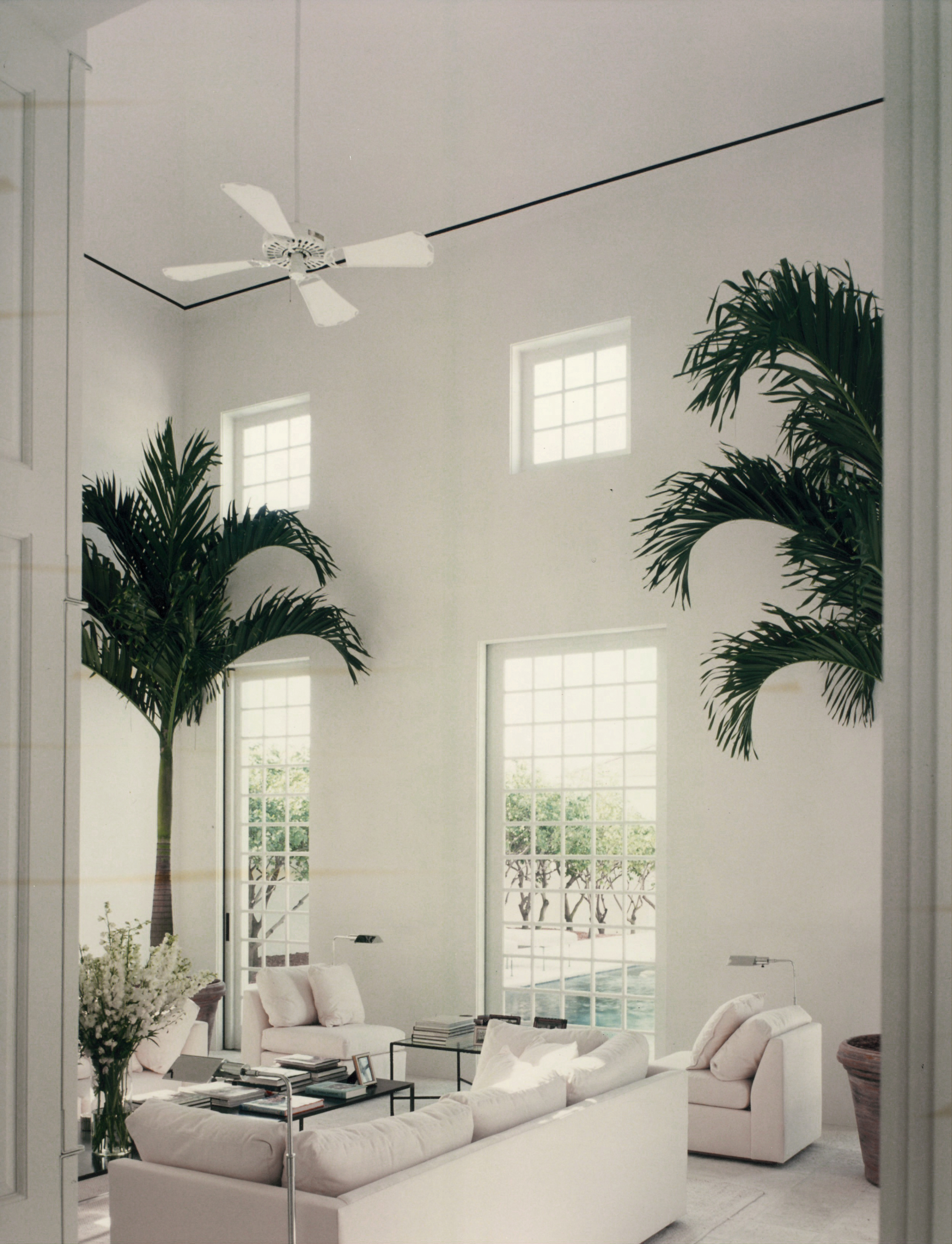 Vertical sliding Pocket doors brings the pool into the room.