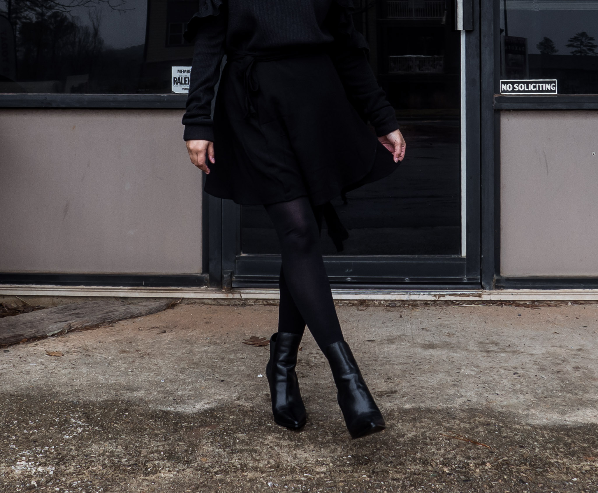 All Black and a Bit of Ruffle-18.jpg