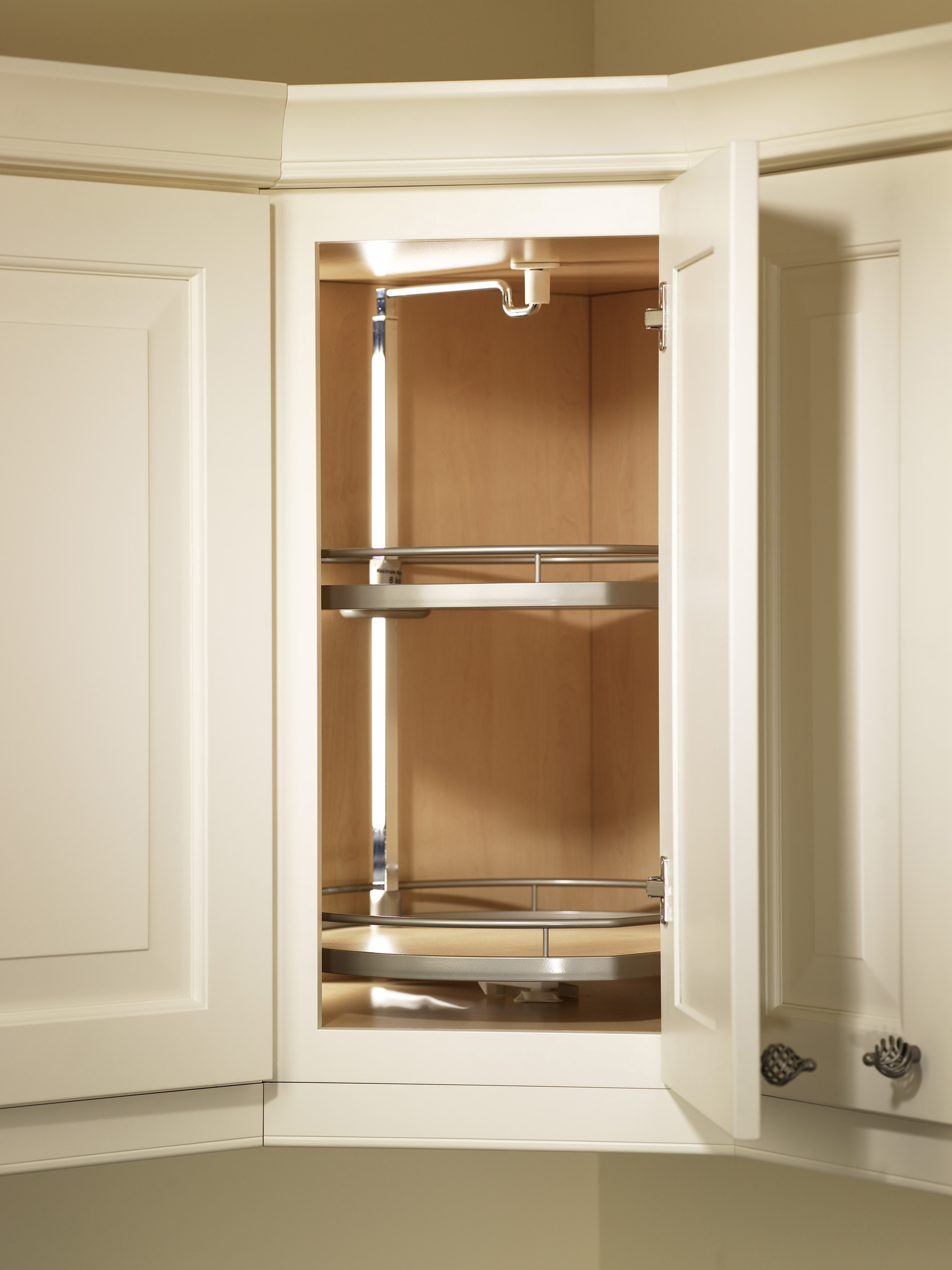 Imagine a revolving storage solution at the perfect height for the dishes and serve ware you use every day. The TWISTER puts an end to reaching deep into the back of a corner wall cabinet to find what you need. Up to three ARENA trays keep items stored securely, and a revolving post offset to the edge provides extra space for larger items – and a lot more convenience for you.