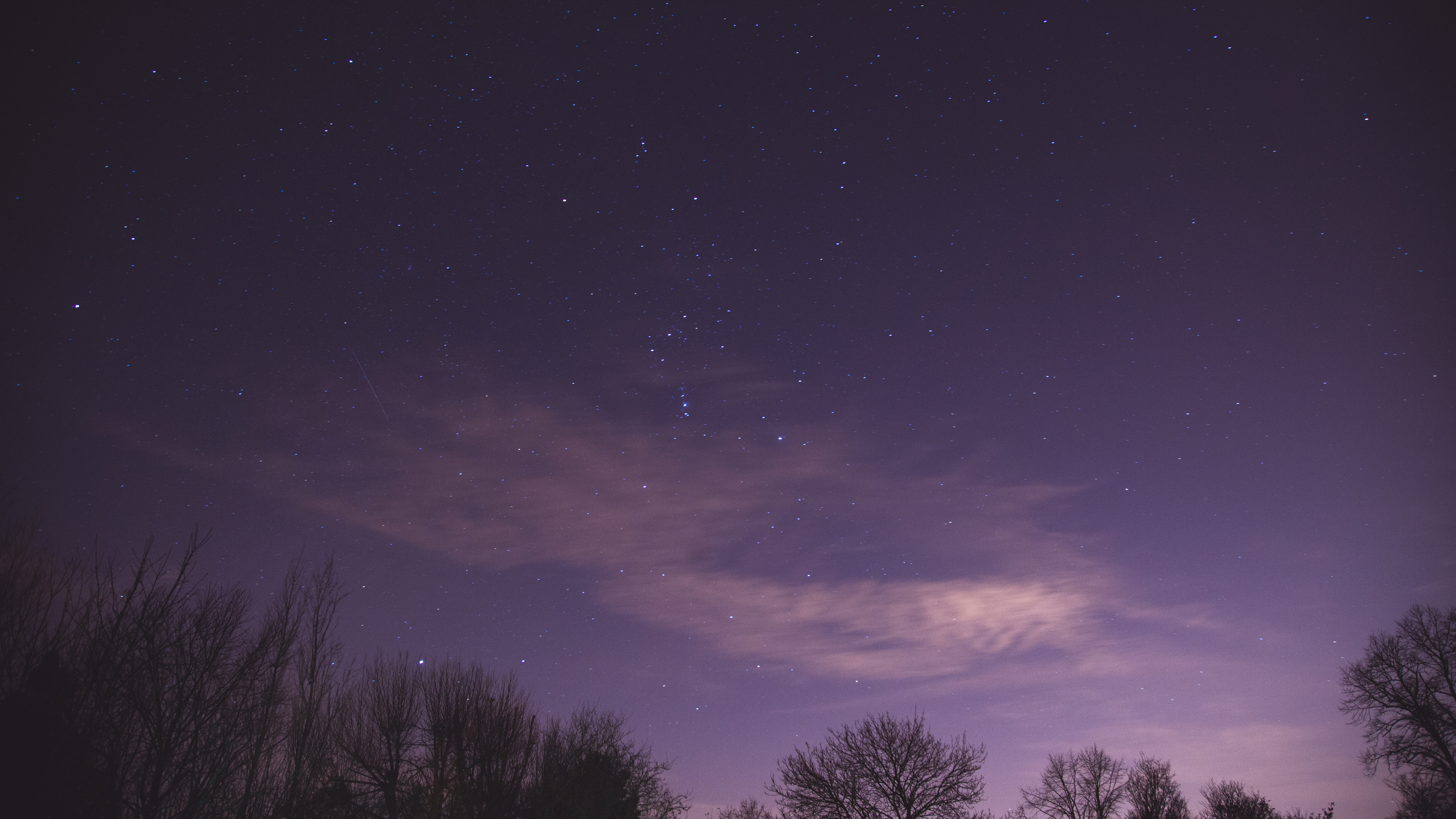 Usually cloud during the night ruins my images but I feel this one adds something.