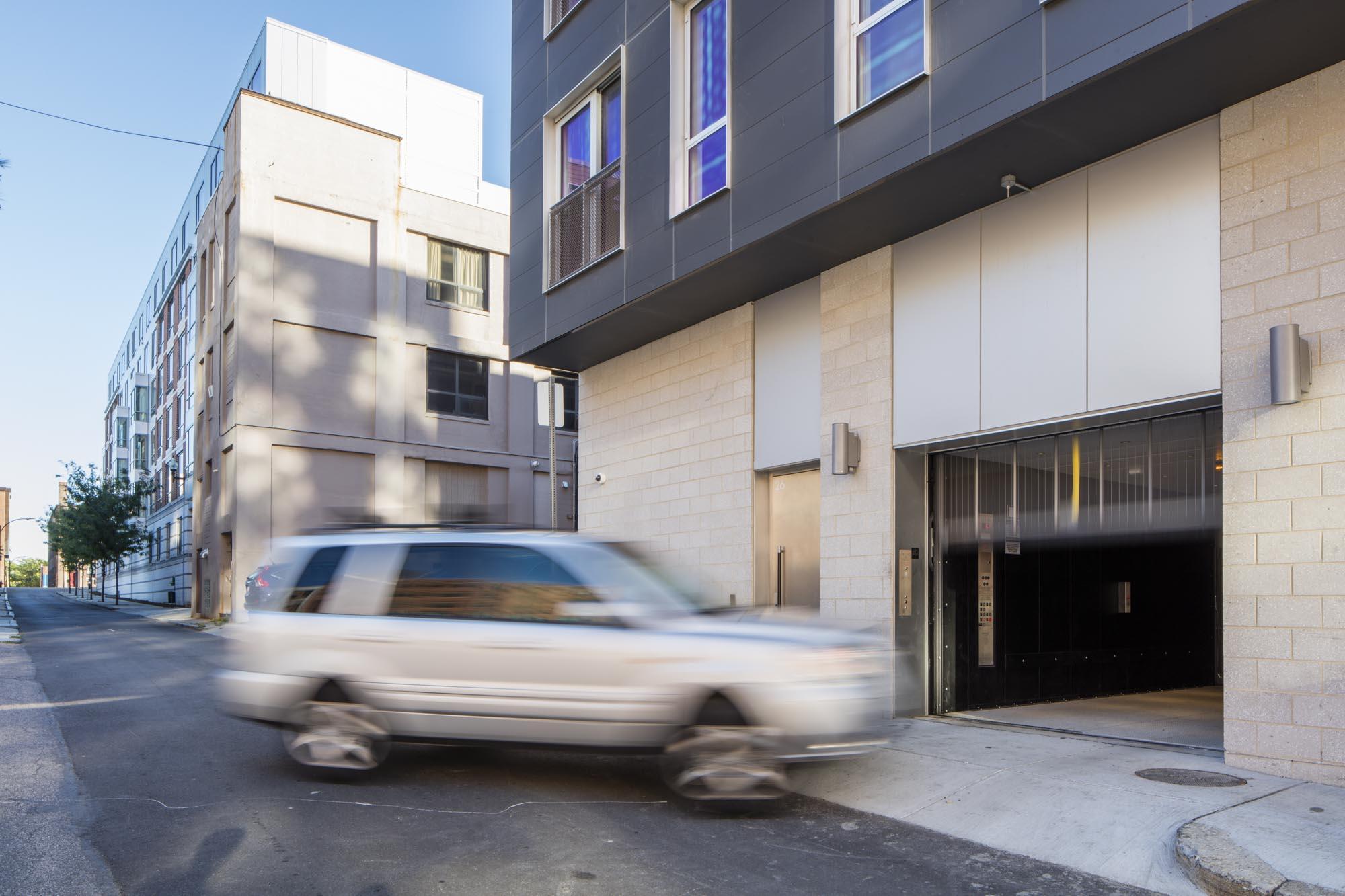 Car Elevator 01 - Utile FlagshipPhoto.jpg