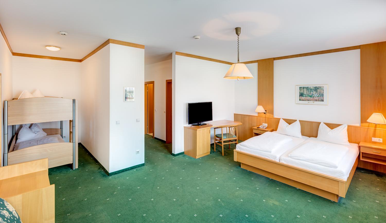 thermen-und-familien-hotel-kurz-therme-lutzmannsburg-07.jpg