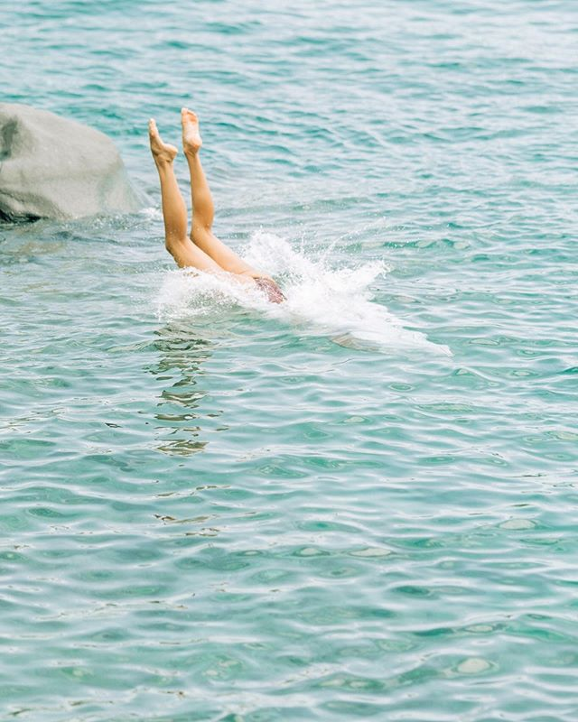 This. is. the. best. feeling. ever.  diving into the salt water is therapy to the body! . #mauiphotographer  #acaciaswimwear  #kauaiphotographer  #hawaiilife  #luckywelivehawaii  #oahuphotographer  #honoluluphotographer  #andazmaui