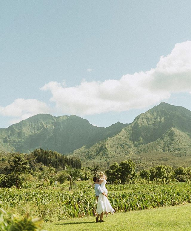 Hanalei has my heart, who wants to move over there with me?  Seriously this adventure elopement was one of the best days, if you've been to Kauai you know that it's one of the most lushes places in the world implying it rains all the time but we got clear blue skies and the heat which made this beautiful scene 🌞🌼 . . . . . . . . . . #mauiphotographer  #mauiweddingphotographer  #sunshinecoastphotographer  #kauaiphotographer  #oahuphotographer  #kauaiweddingphotographer  #hawaiiweddingphotographers  #mauicouplesphotographer  #mauicouple  #hanaleiwedding  #travelcouples