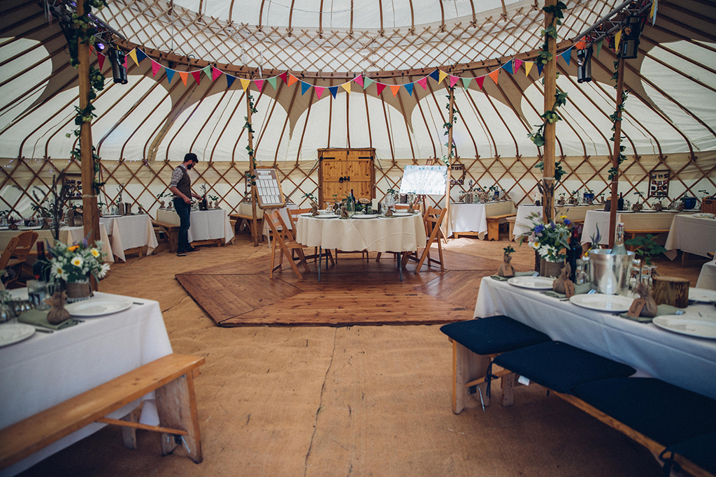 yurt-interior-fiesta-fields-2.jpg