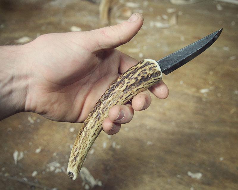 Nic Westermann 'laminated sloyd blade', mounted in a deer antler handle