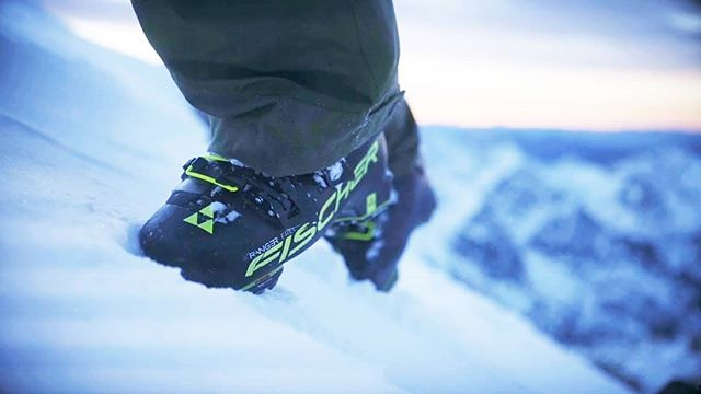Product Review: Fischer Ranger Free 130 Walk Dyn // Flex: 130 Last: 99mm ⁣ ⁣ Imagine enjoying any terrain, in any conditions, all in the same high performance boot. One day it's fast frontsides, another day it's knee-deep backside powder or touring untouched backcountry snow. That's all possible with the Ranger Free, an ultralight freeride boot that is a stable, high performance boot on fast groomed slopes, while also offering serious tour walkability.⁣ ⁣ Available at our Niseko Stores. Link in bio ☝️| #BootSolutionsJapan #Fischer #RangerFree130