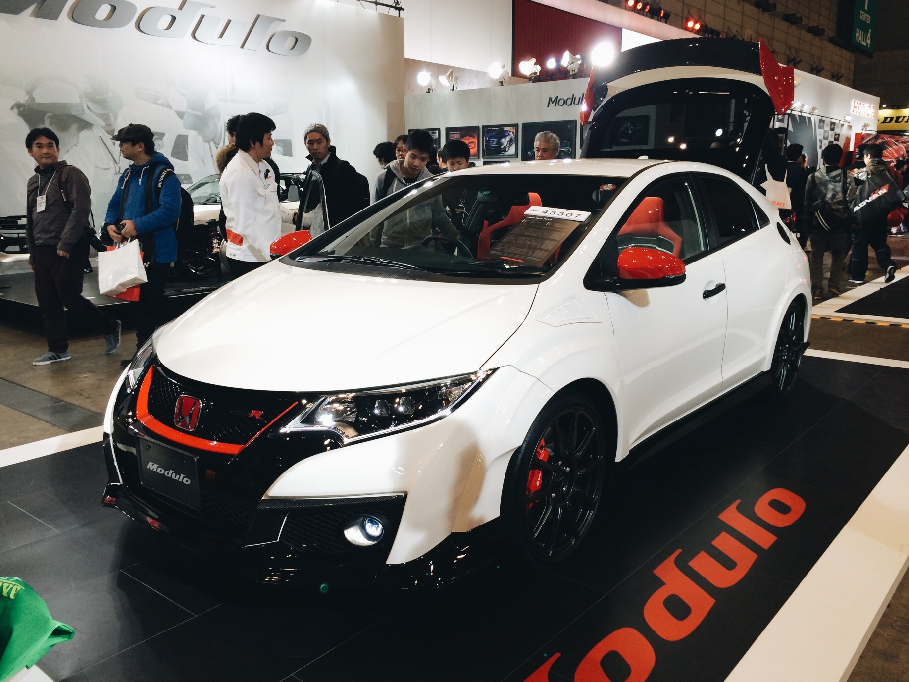 I hope we get one of these in the states, the new Honda Civic Type-R.