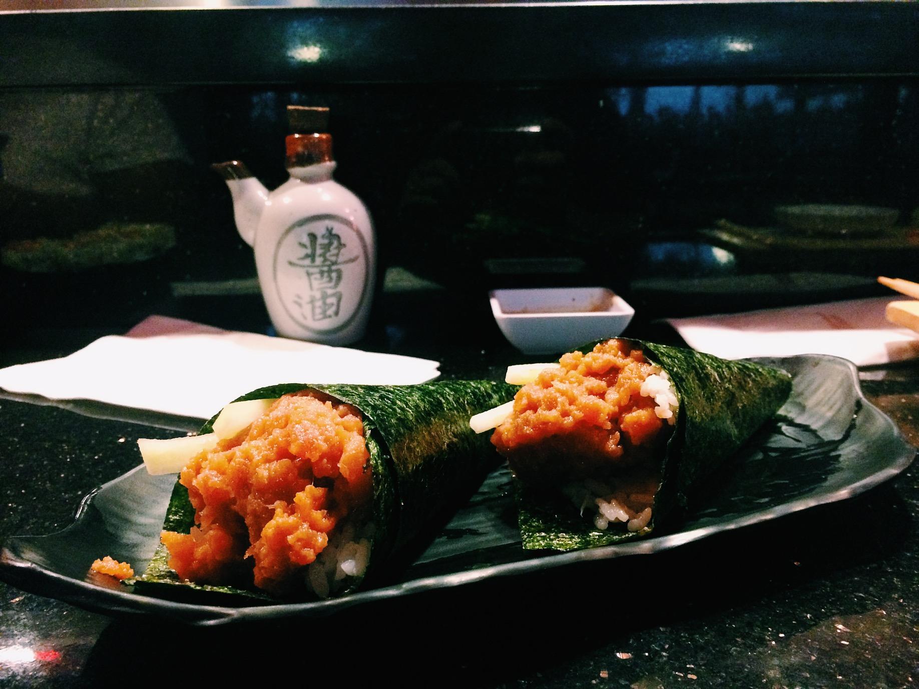 Very very very good spicy tuna hand rolls.