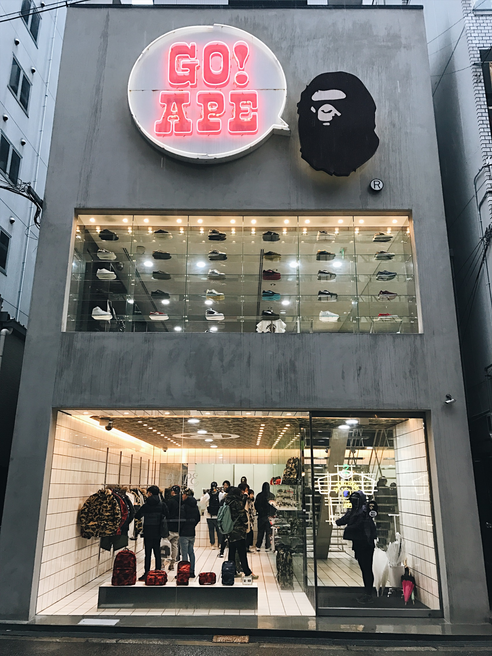 And they are back at Bape. I was stuck outside for a while looking dumb because I couldn't get the door to open. Thought it was a automatic door and that I had no soul and couldn't read me haha. But all you had to do was press the Bape logo and it'll open.