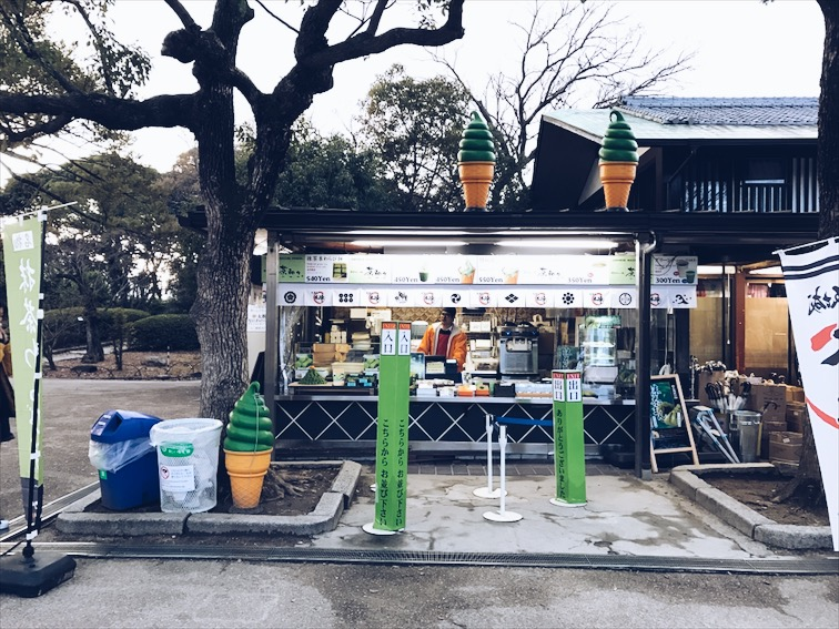 Right outside of the Castle there's a green tea everything joint. Dook got a Green Tea ice cream and Gina got Green Tea Bun.