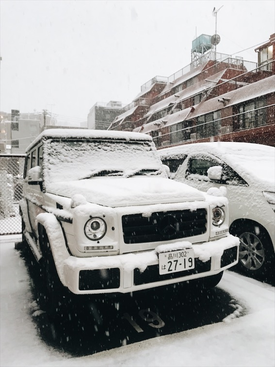 Spotted this G Wagon covered in snow, love these things.