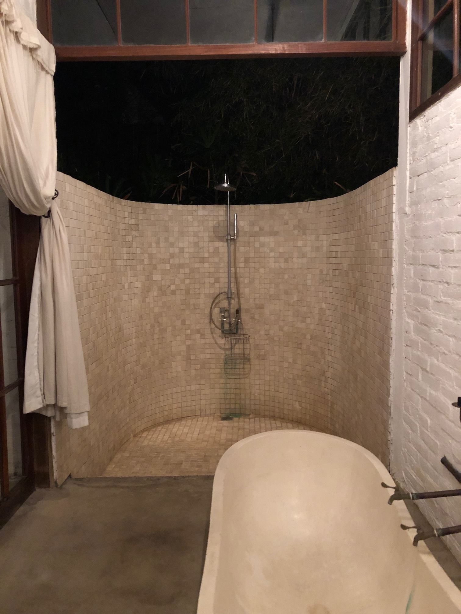 Out door shower and tub.