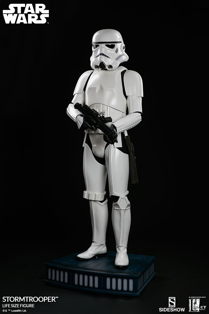 pio-paulo-santana-star-wars-stormtrooper-life-size-figure-400077-05.jpg