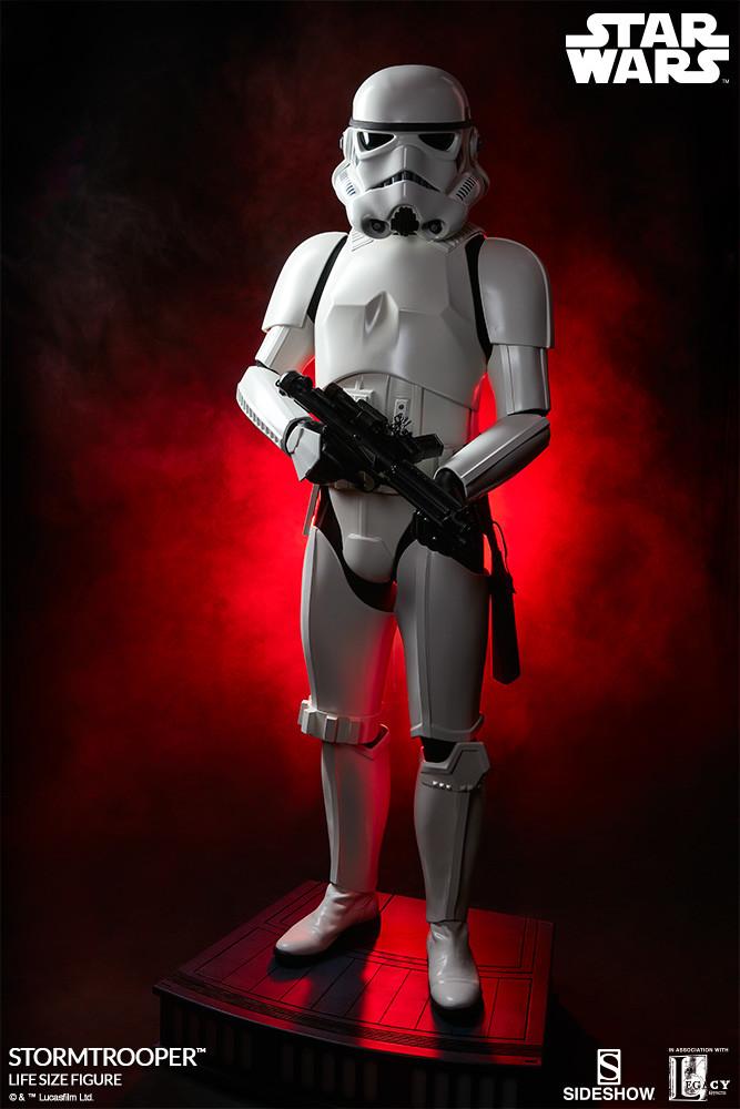 pio-paulo-santana-star-wars-stormtrooper-life-size-figure-400077-02.jpg