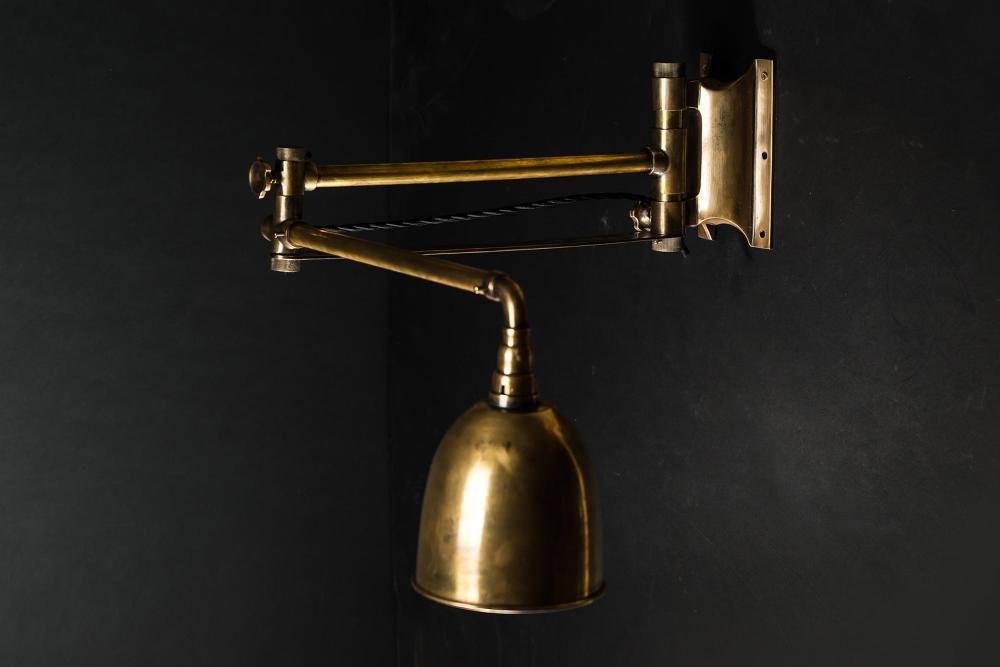Brass Articulated Wall Light 01.jpg