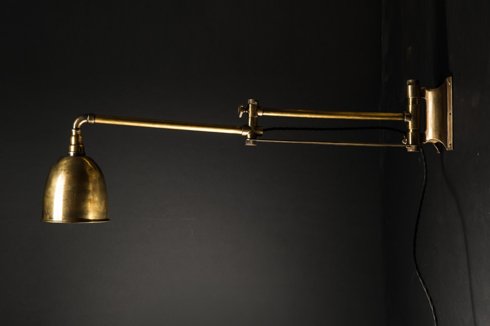 Brass Articulated Wall Light 03.jpg
