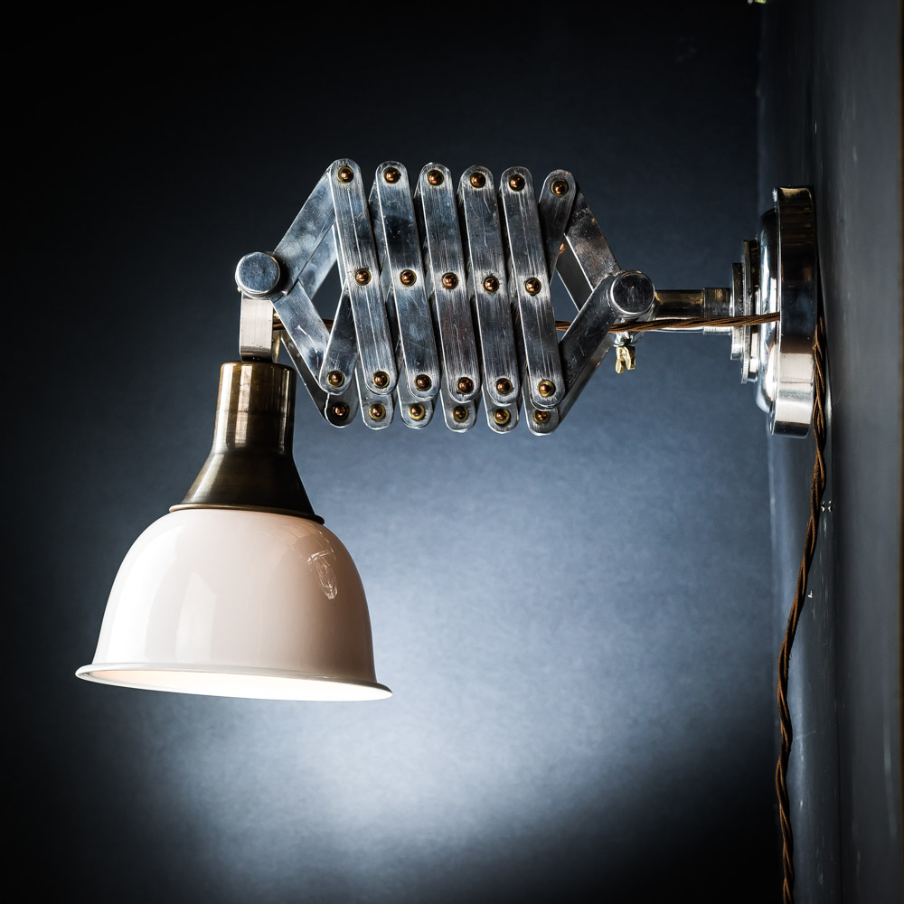 extendable scissor wall light 01.jpg