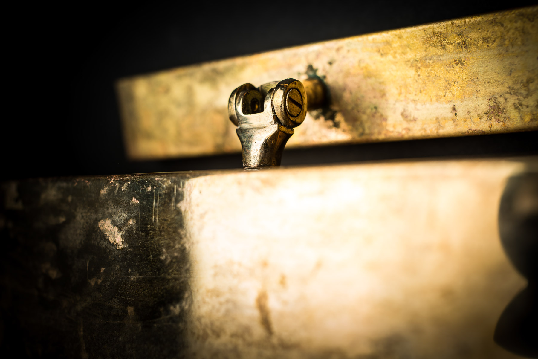 Metre long brass wall light 04.jpg