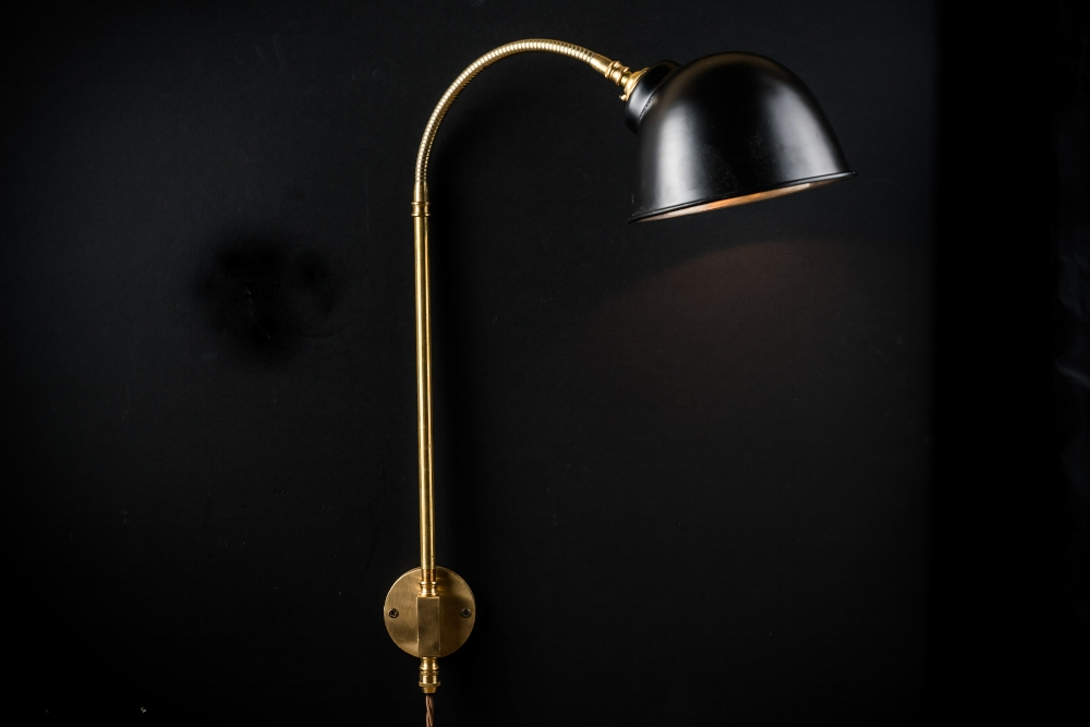 black and brass adjustable wall light06.jpg