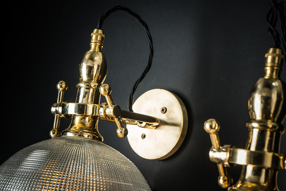 cross cut holophane and brass wall light 02.jpg