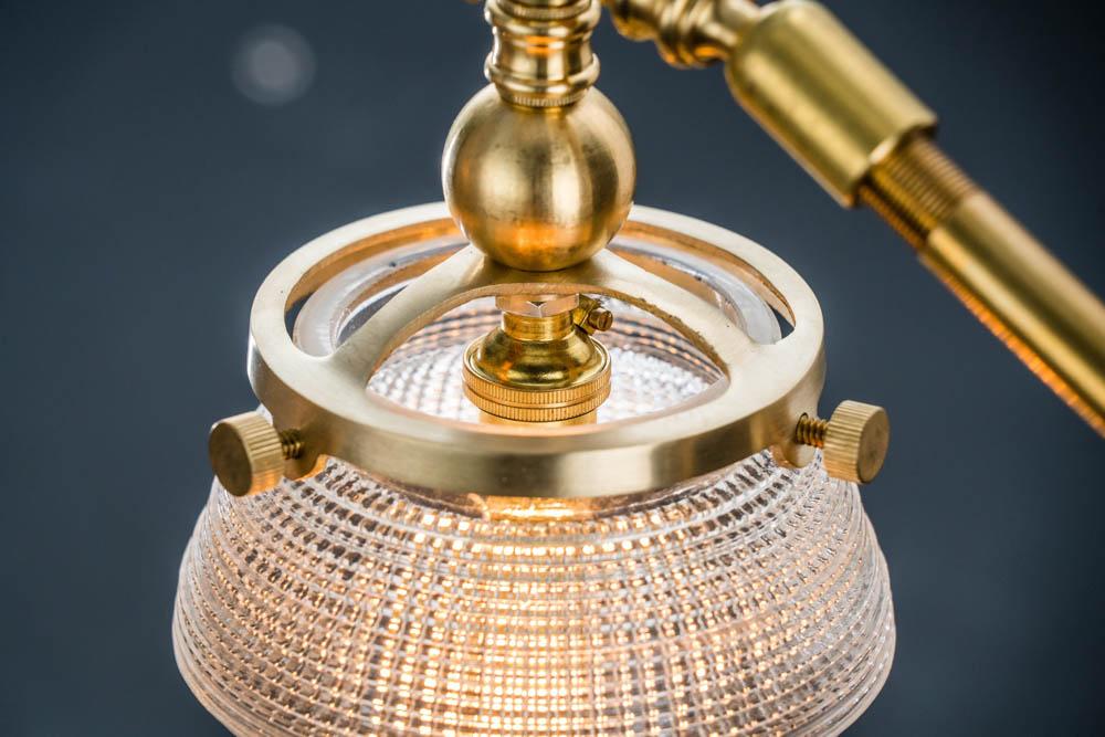 BRASS_AND_CROSSCUT_GLASS_CLAMP_LIGHT05.jpg