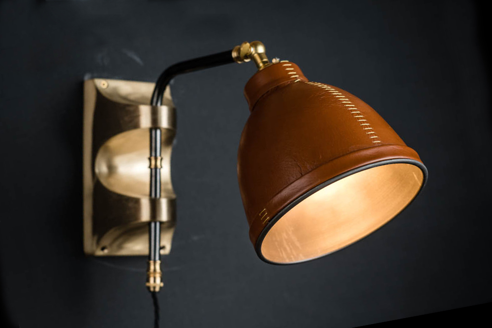 Adjustable brass and leather covered wall light 06.jpg