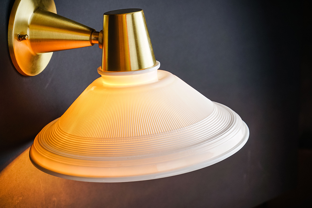 bone china holophane wall light 02.jpg