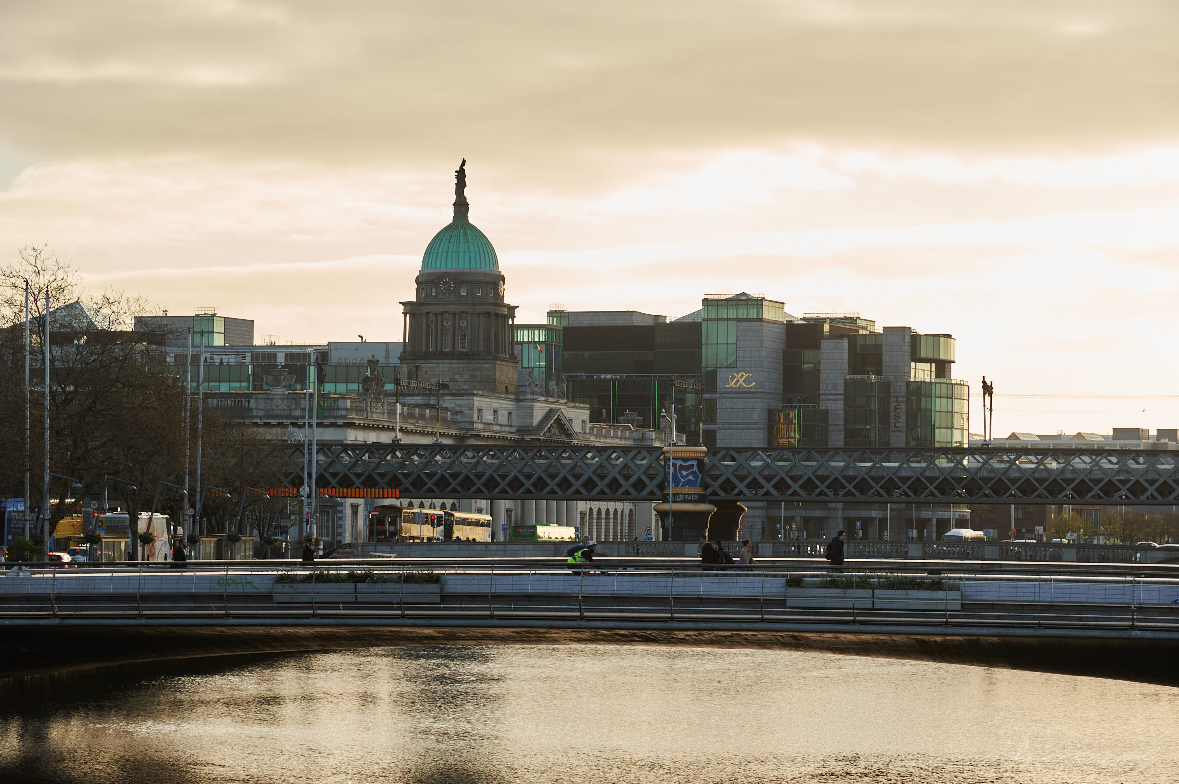 Customs house and the railway bridge over the liffey, early in the morning