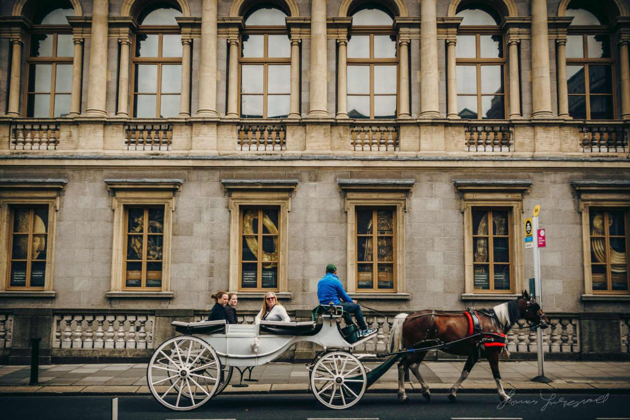 Tourists riding a Horse and Carriage outside the Museum on Kildare street.