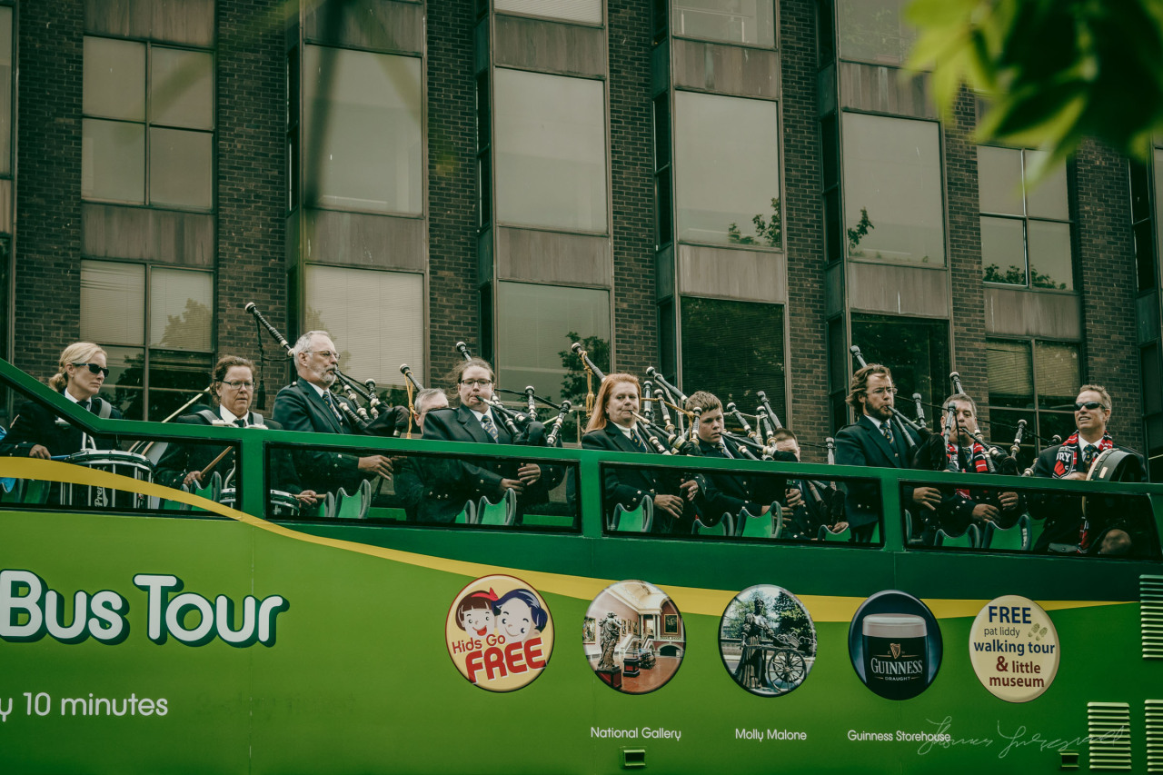 I was walking by Stephen's Green the other day, and I saw all this commotion on the top of one of the sight seeing busses. to my surprise, I looked up to see a pipe band getting up, and the next thing they all started to play, much to the bemusement of many of the passers by. And they were pretty good too!