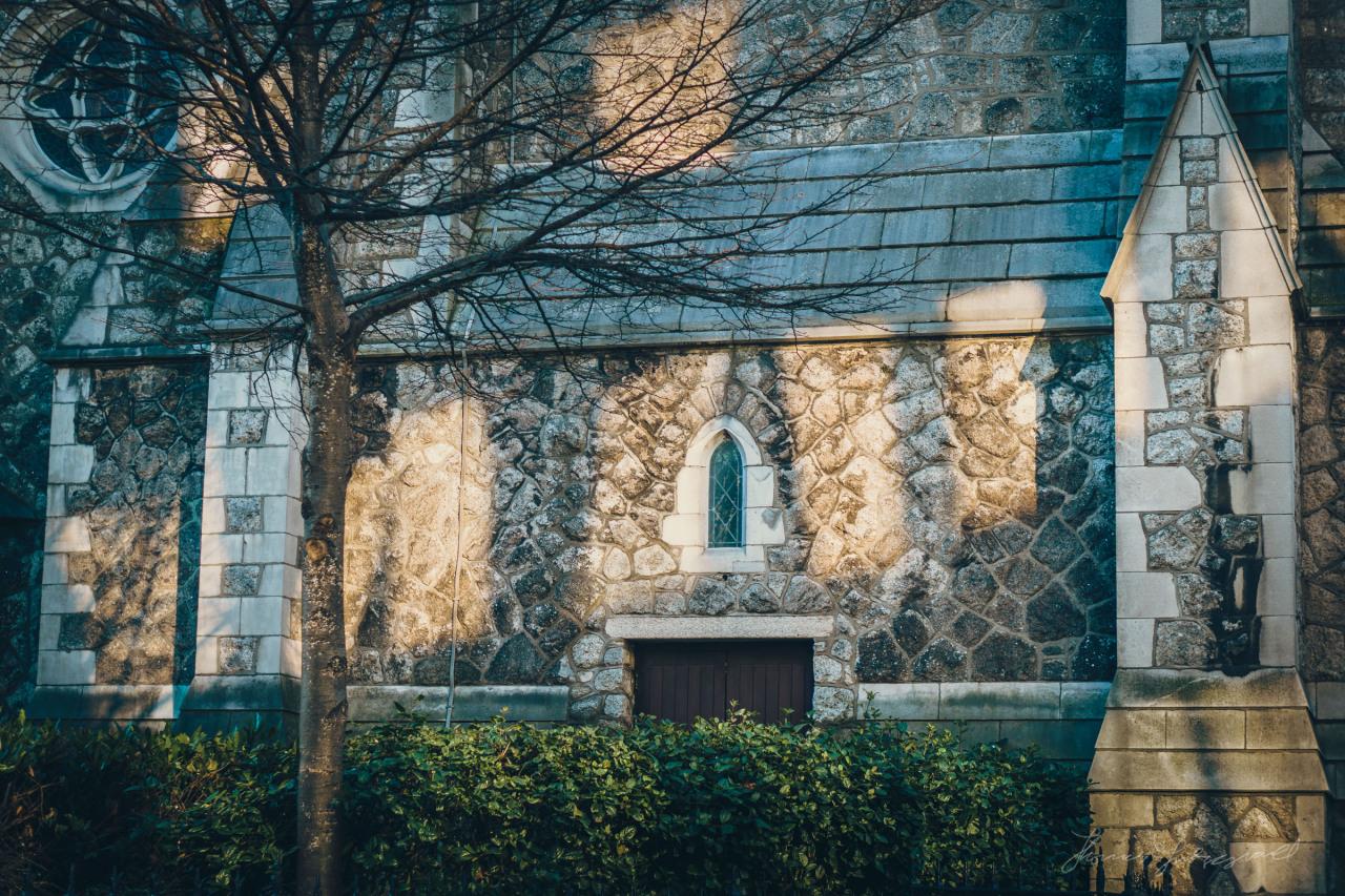 Winter sunlight on Dublin's Tourist office on Suffolk Street