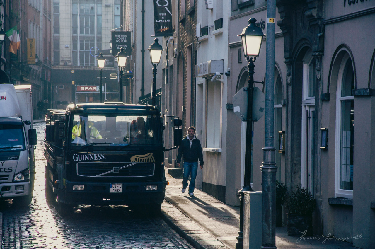 Guinness truck making its way through Temple Bar