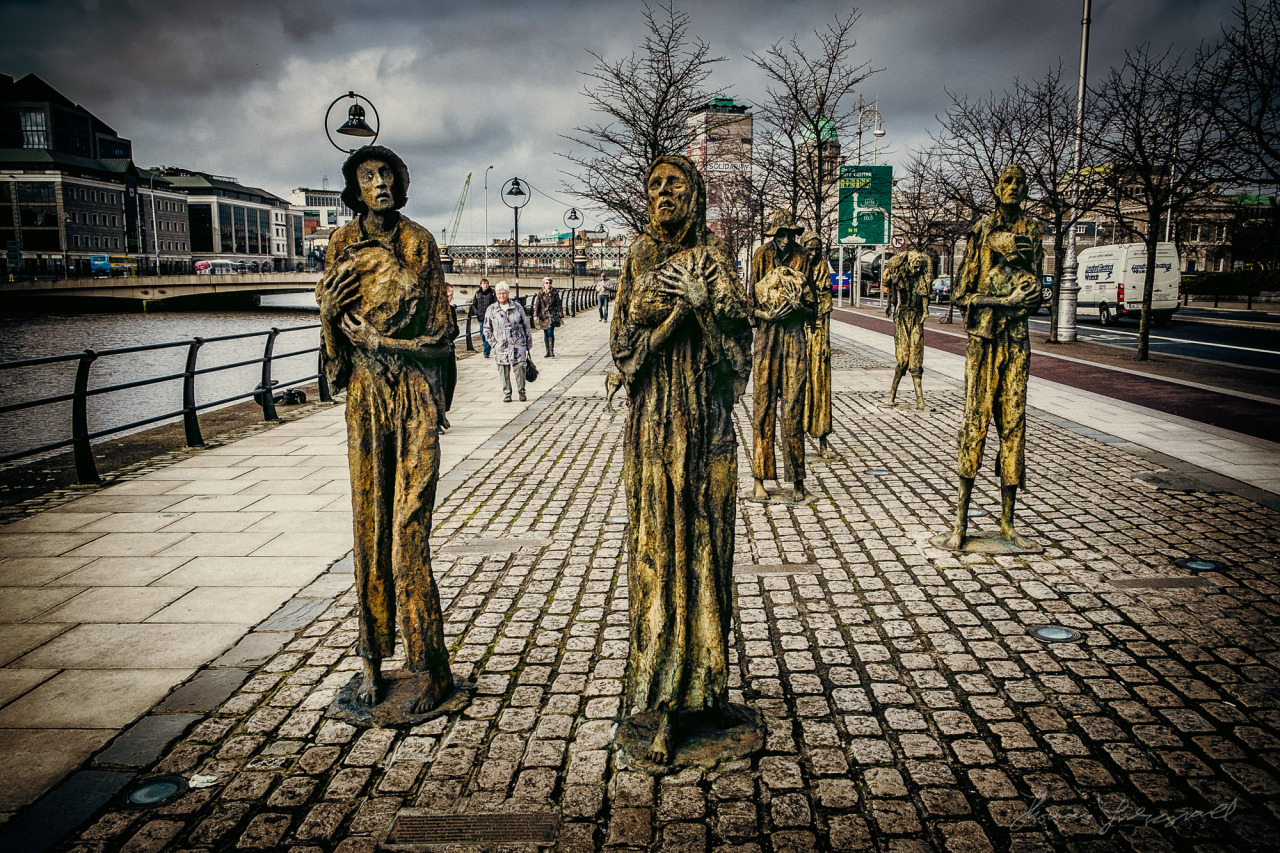 Famine Statues on the Quay opposite the IFSC