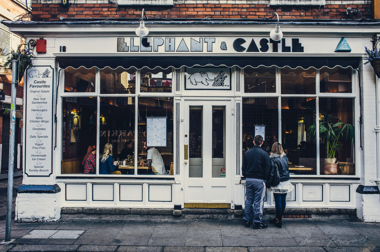 """People looking at the menu outside the """"Elephant & Castle"""" in Temple Bar ( One of my favourite Restaurants! )"""