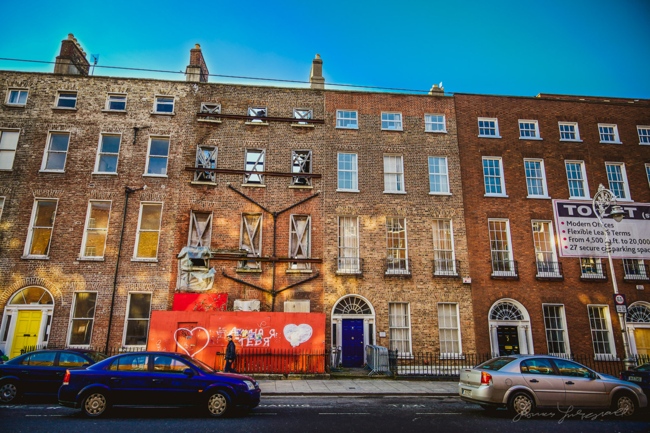 Harcourt Street a few years ago. I love the way the sunlight reflects off th ebuildings on the other side of the road and bounces back