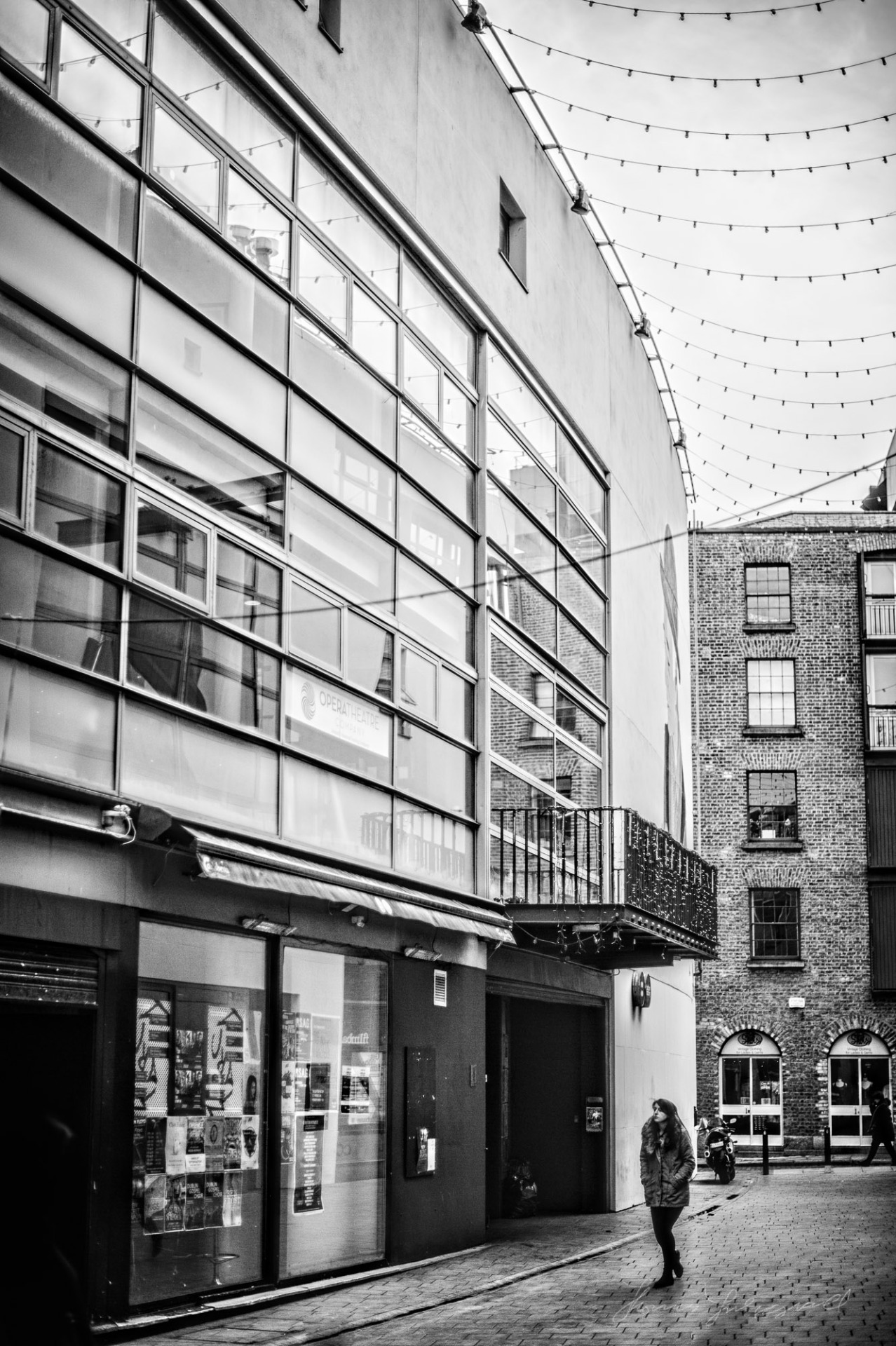 Walking along Curved Street in Temple Bar