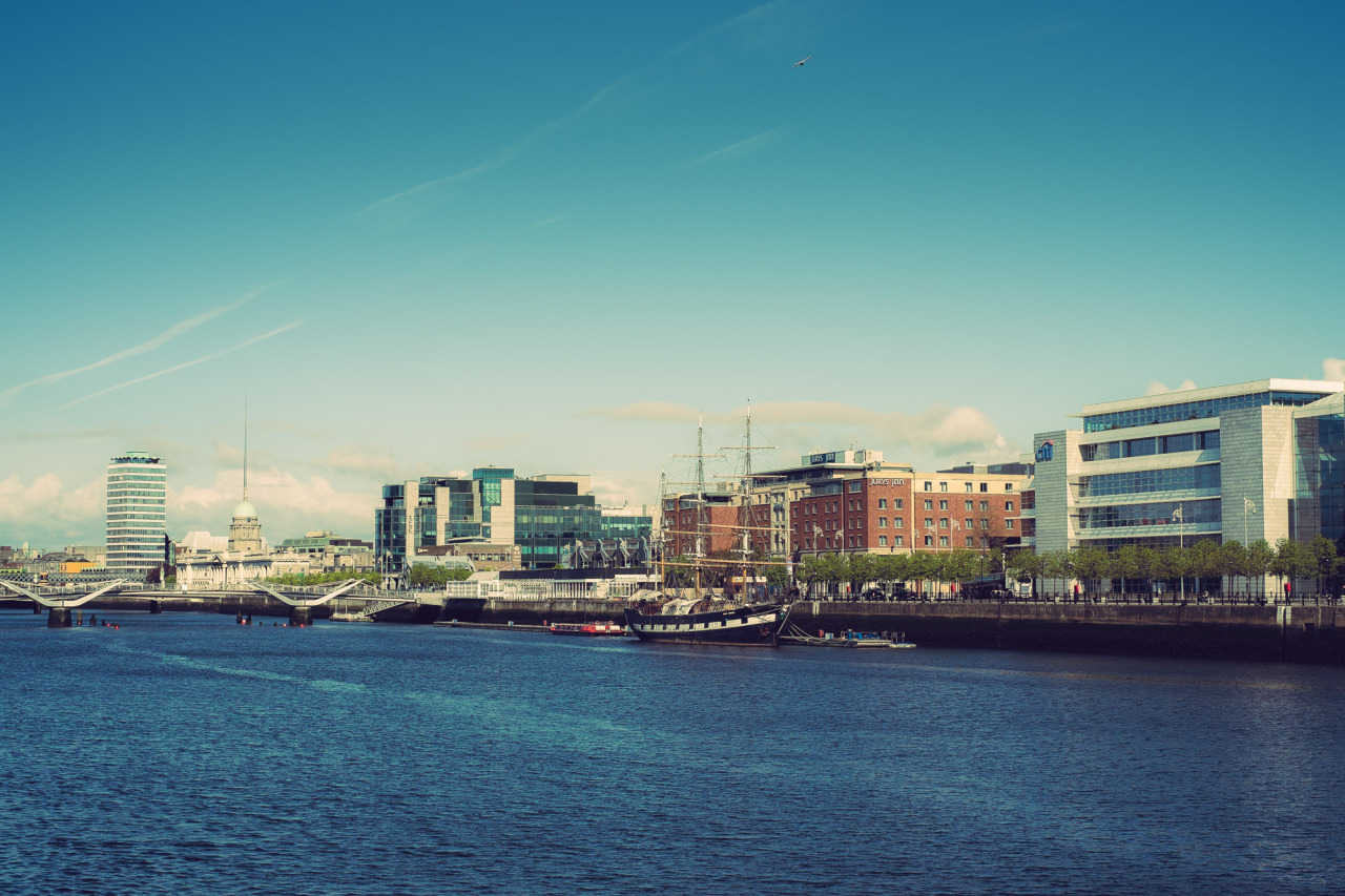 The Liffey and the Jeanie Johnston