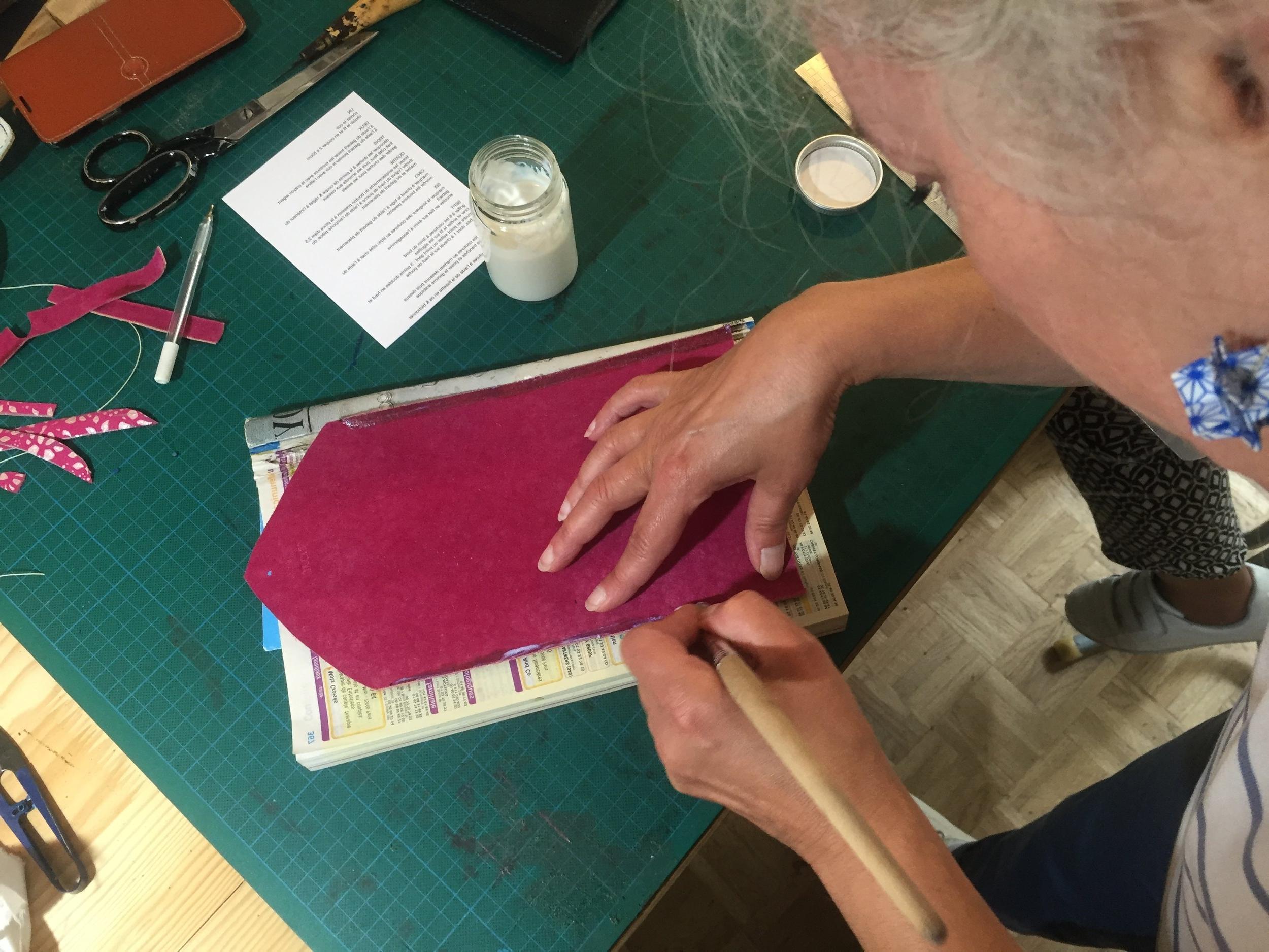 atelier_cuir_wecandoo_karolinebordas_incute_maroquinerie1.JPG