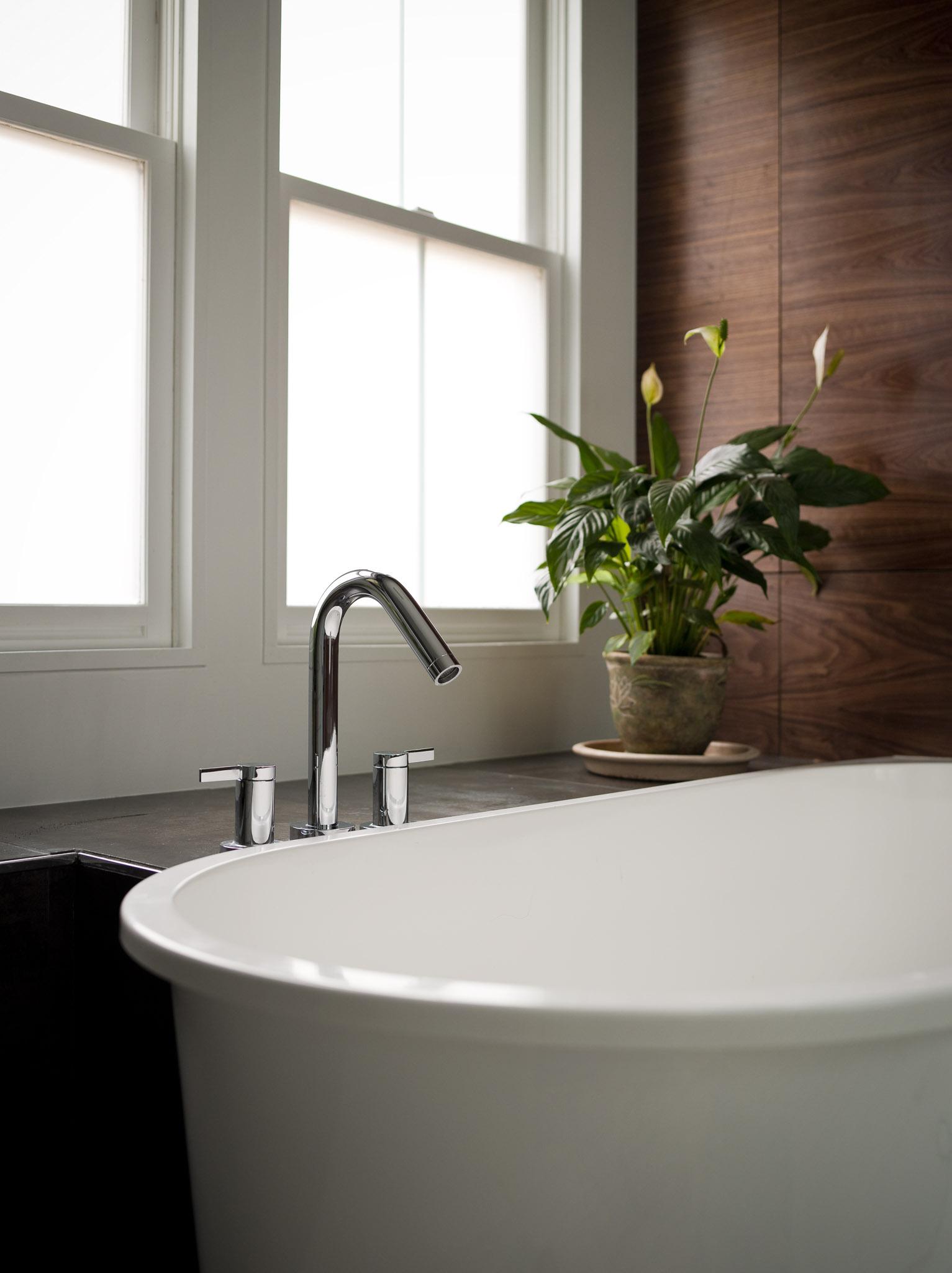 Modern_Bathroom_WrightLn_06.jpg