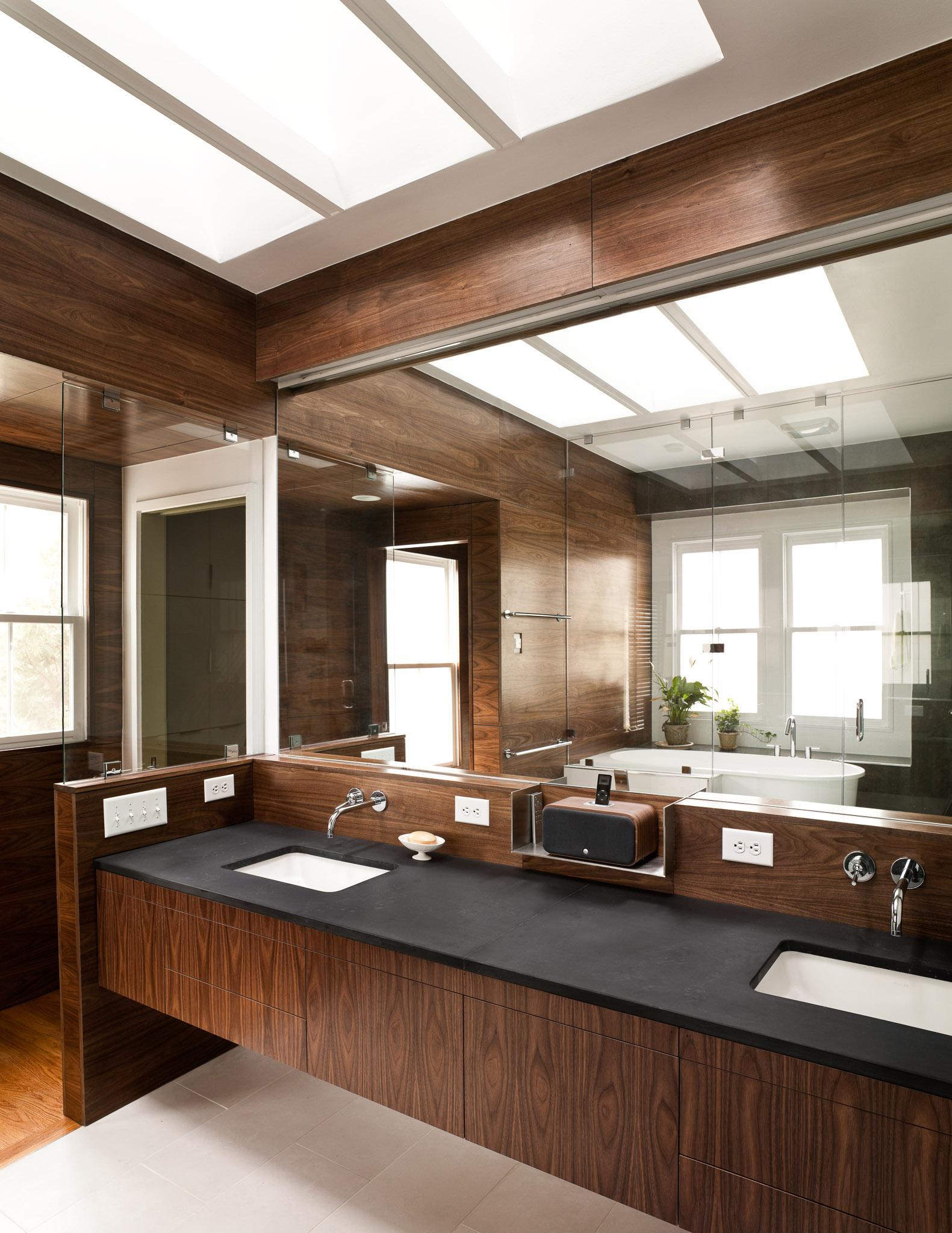 Modern_Bathroom_WrightLn_05.jpg