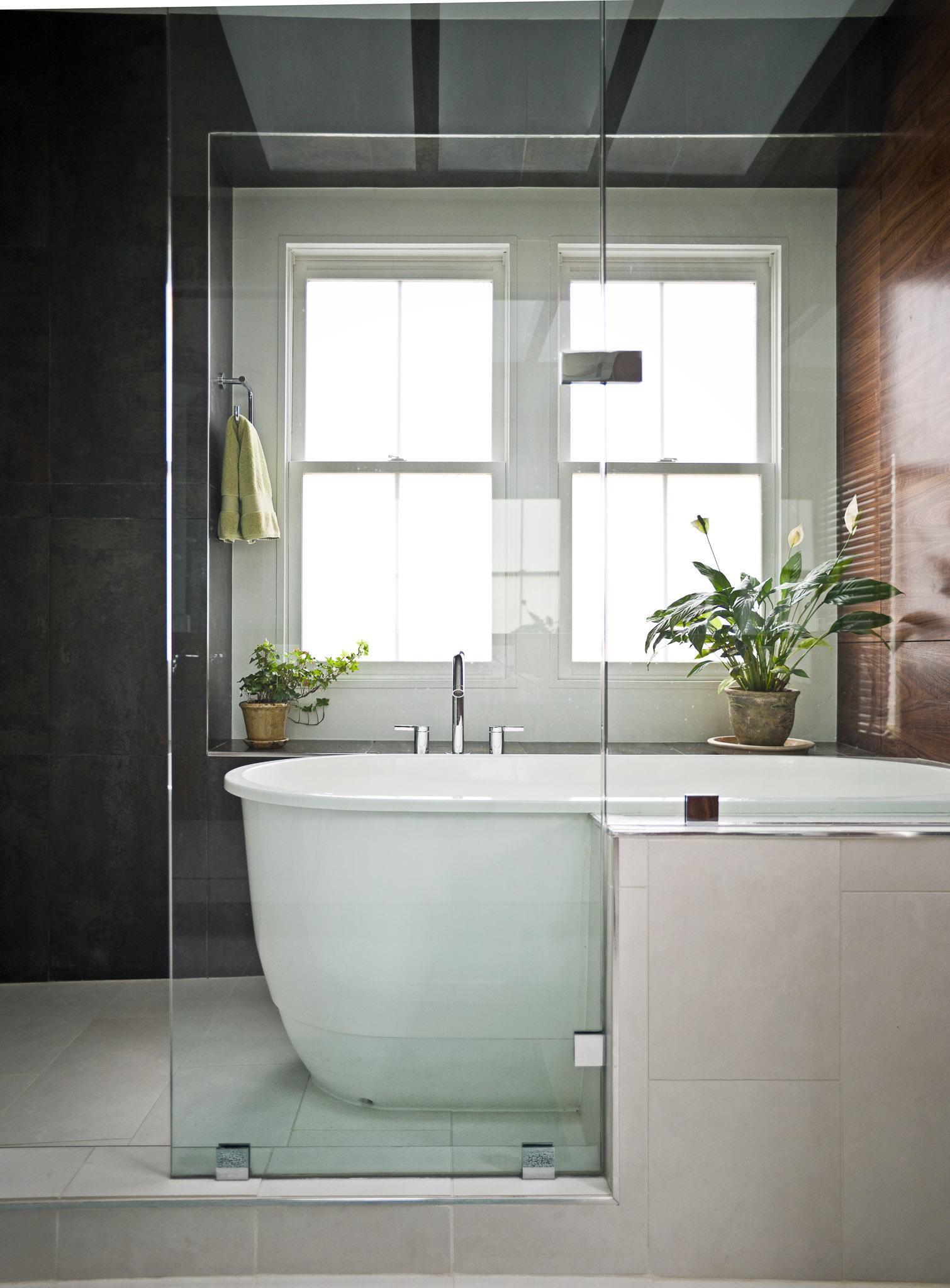Modern_Bathroom_WrightLn_09.jpg