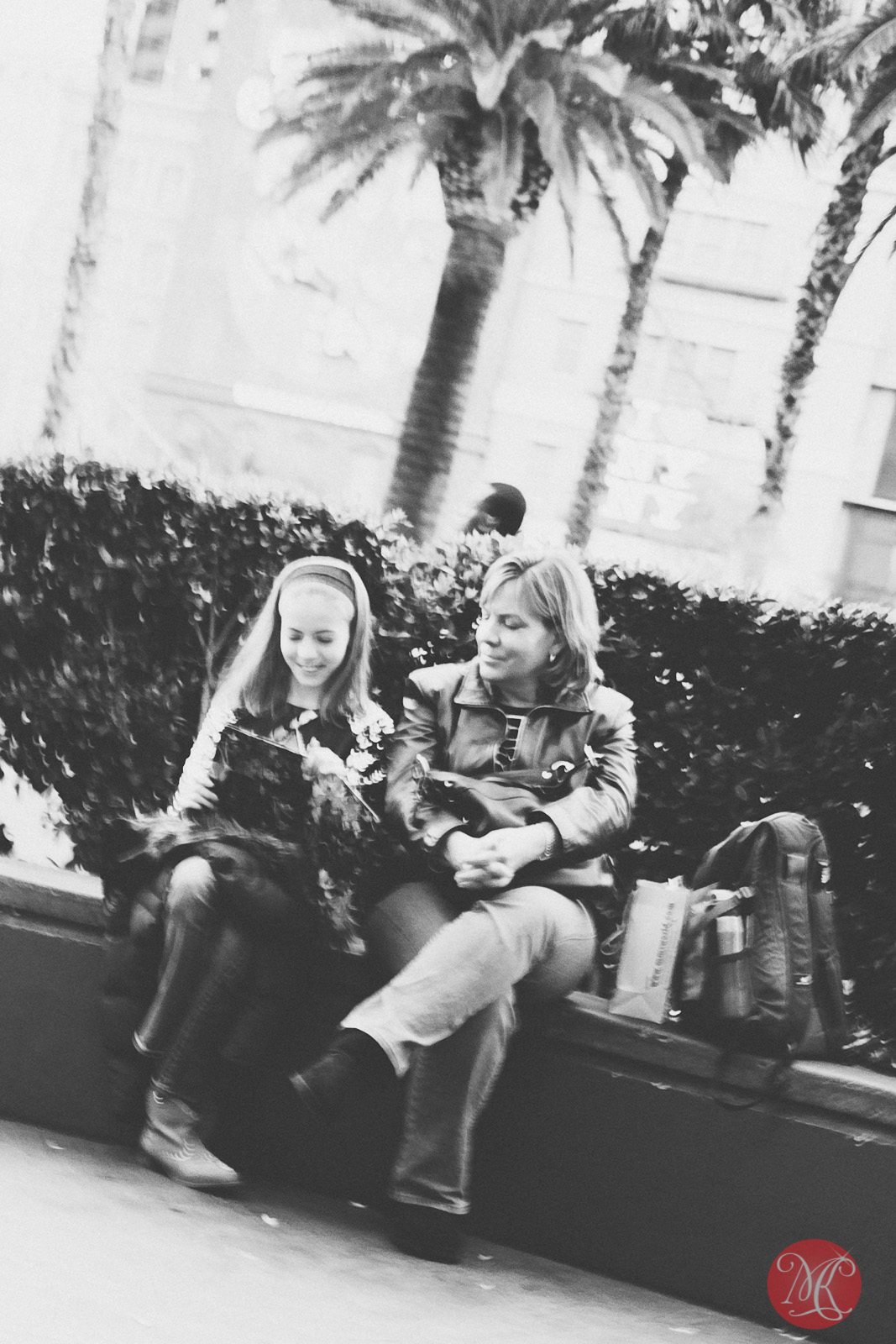 las vegas mother and daughter enjoying a rest on a busy street