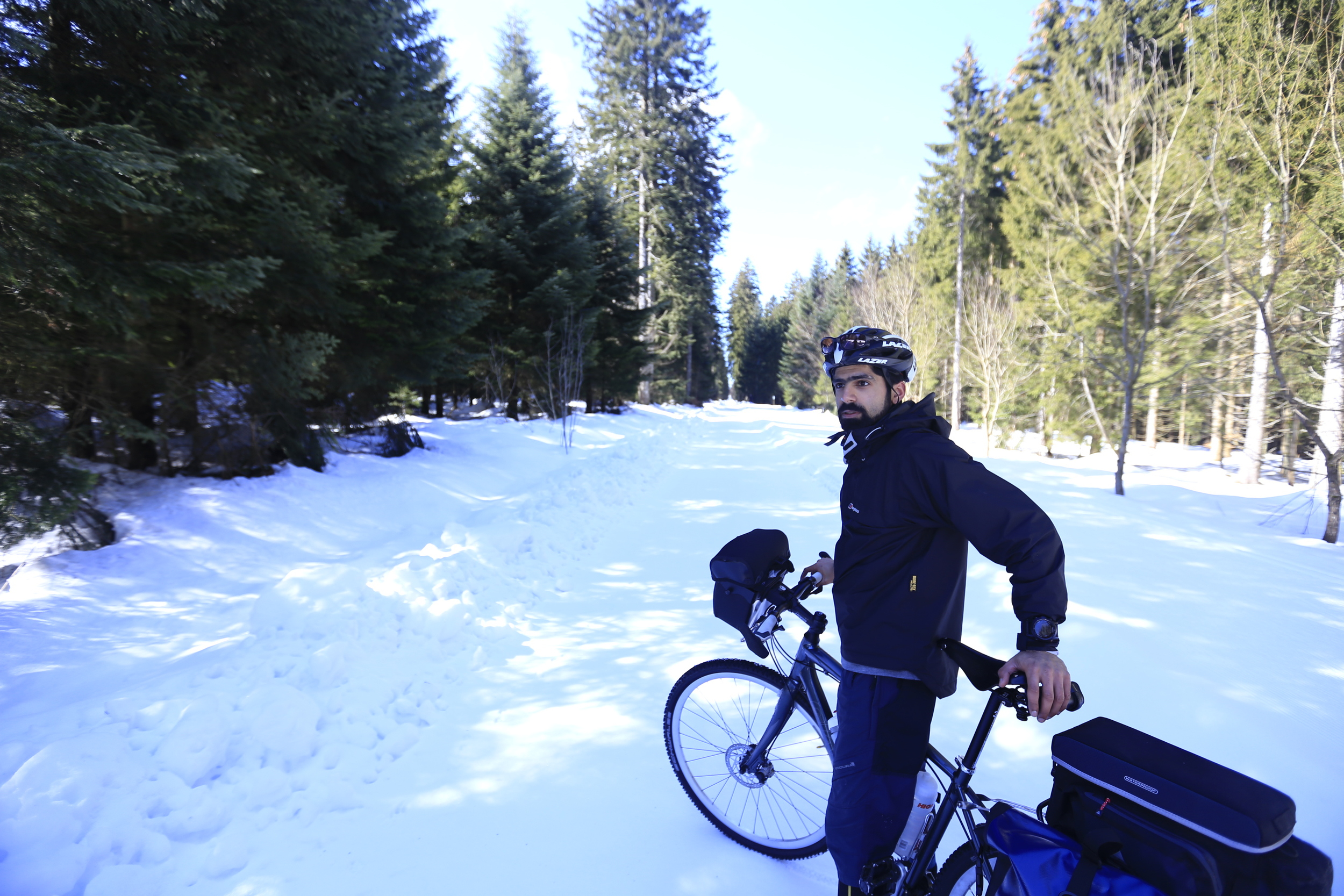 mo, giant, giant hybrid, ortlieb, axiom, trunk bag, snow, black forest, germany, bicycle touring apocalypse, cycling blog, bikepacking blogt