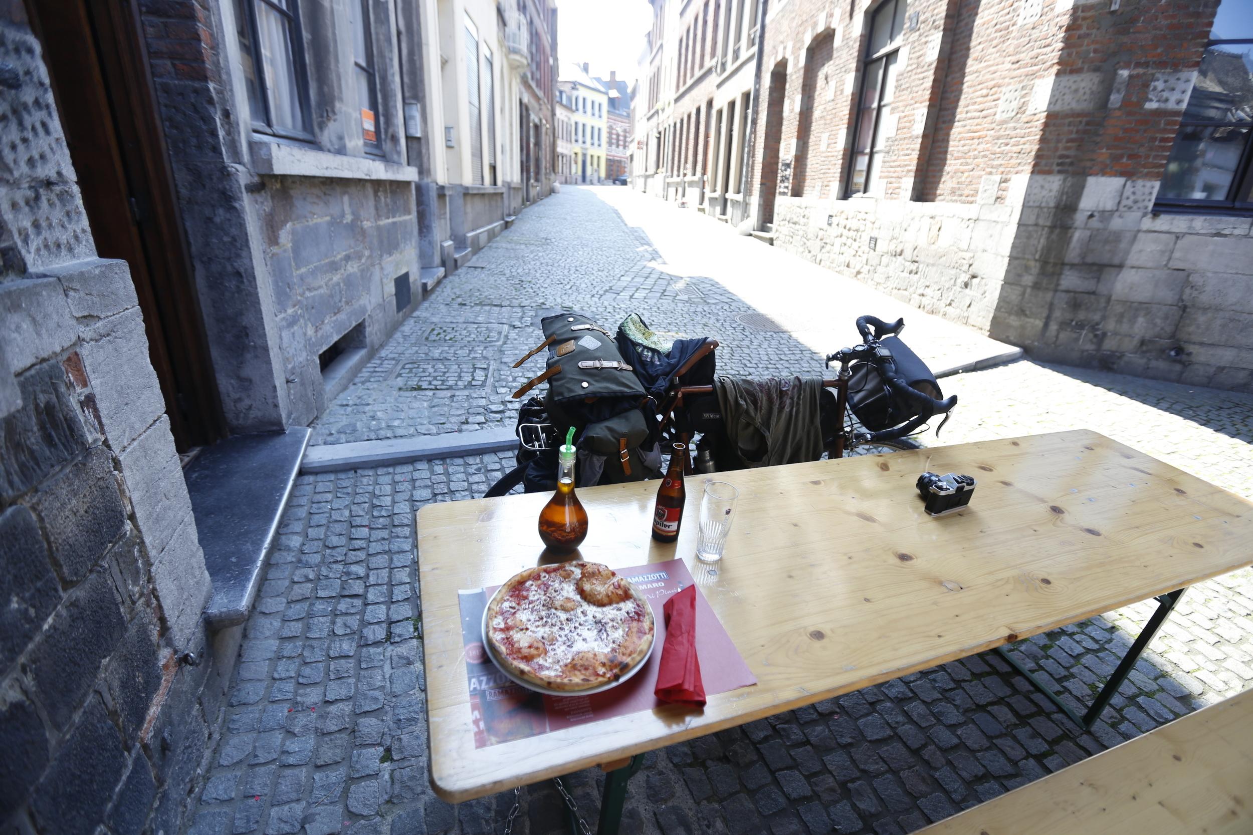 pizza, food, italian pizza, foodie, food blog, bikepacking food, cycle touring food, bikepacking beer, beer, ipa, local, brewery, photography, photography blog, bikepacking, bikepacking blog, bicycle touring apocalypse, cycling, taste, recipe, italy, italian, visit belgium, mons, visit mons, custom bike, custom tourer, touring bicycle, bikepacking bike
