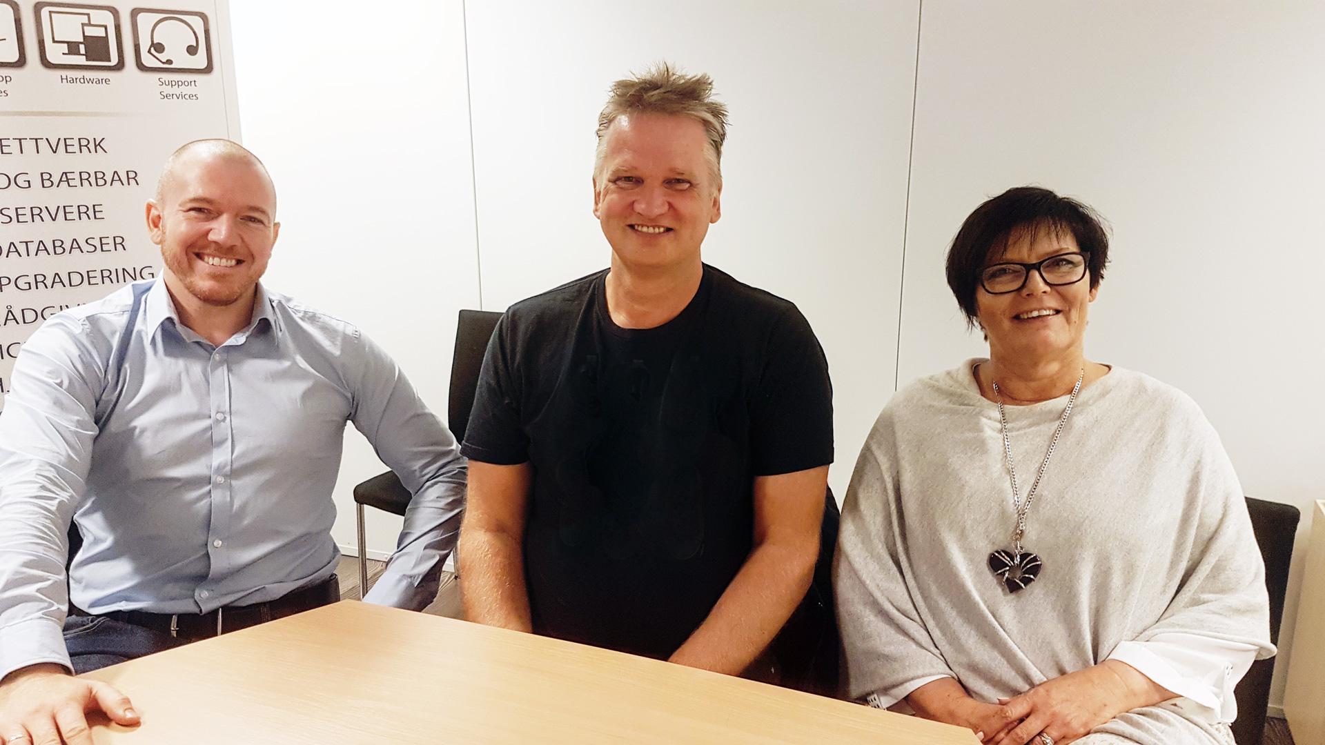 Daglig leder i MPM,Bård Dalland Kjærgård (midten) sammen med Eivind Antoniazzi fra Argonville og Evelyn Bjørge fra MTI IT-Service