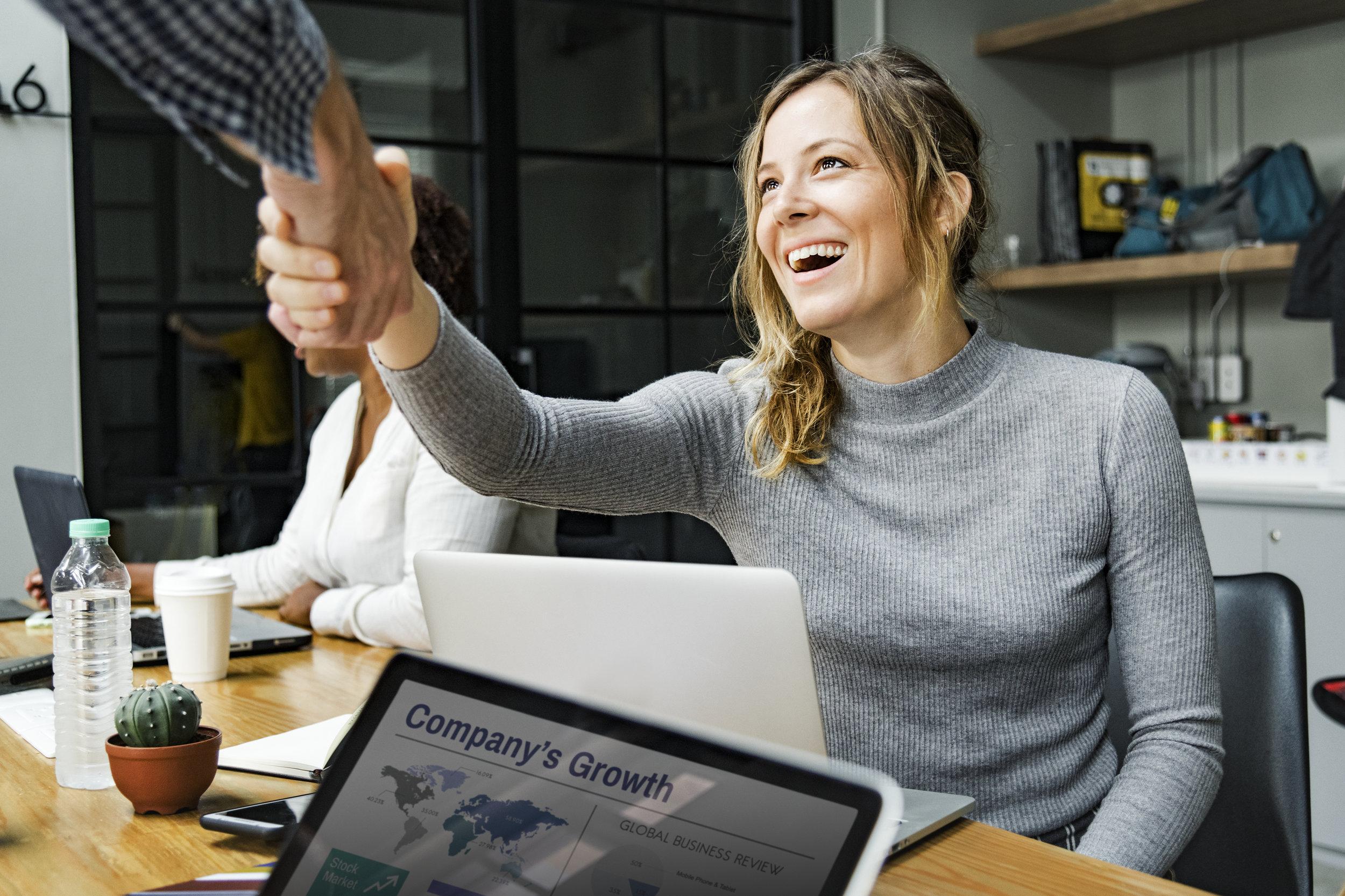 Bedre kundeopplevelse - Å forsikre seg om at kundene er fornøyd med etter å ha kjøpt et eller flere av dine produkter og tjenester er en selvsagt praksis om du ønsker et godt omdømme.