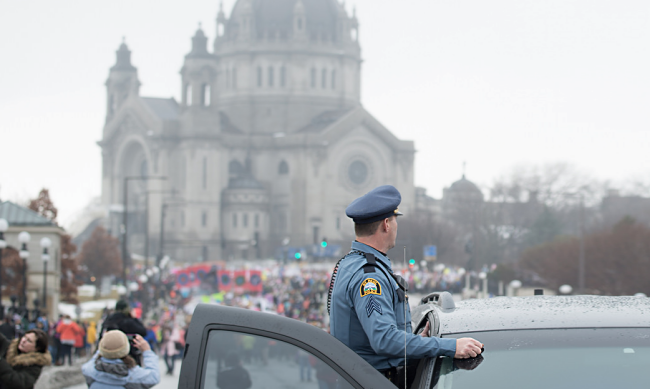 Police monitoring the crowds at the Minnesota Women's March. Credit:  Fibonacci Blue / Flickr . Some rights reserved.